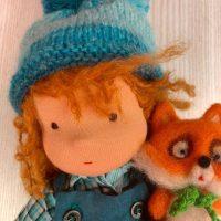 Валдорфска кукла от плат с лисица от филц
