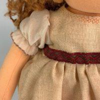 Част от рокля на кукла и ръкав