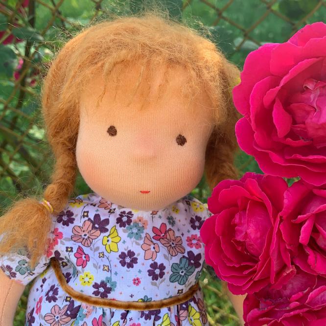 Червената шапчица заснета то рози