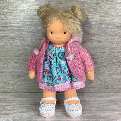 Валдорфска кукла с пуловер от мохерна прежда и руса коса