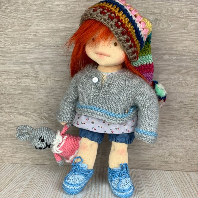 Валдорфска кукла с права червена коса и шарена шапка